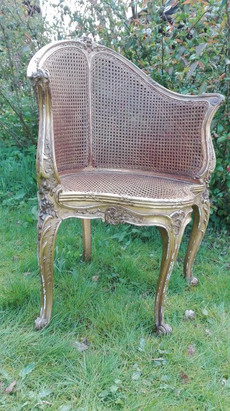 Antieke stoel bijzondere vorm met webbing